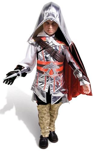Детский карнавальный костюм Воин Ассассин, артикул Н87702, на возраст 7-12 лет. В комплекте костюма: жакет, брюки, латы, плащ, ремень, пояс, печатки с кинжалами, шлем