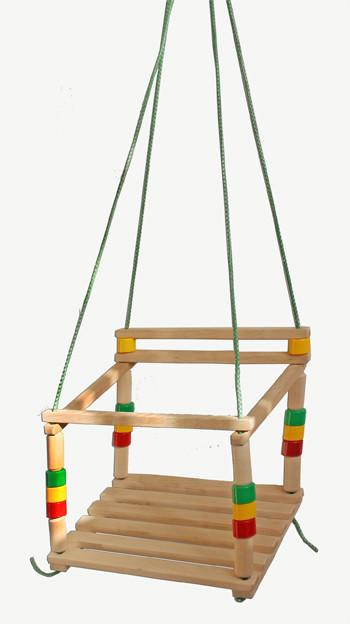 Дополнительно к детской пластиковой горке-аквапарку можно купить детские качели для дачи. Детские подвесные деревянные качели с пластиковыми вставками, артикул Р22709 Промтекс, Россия