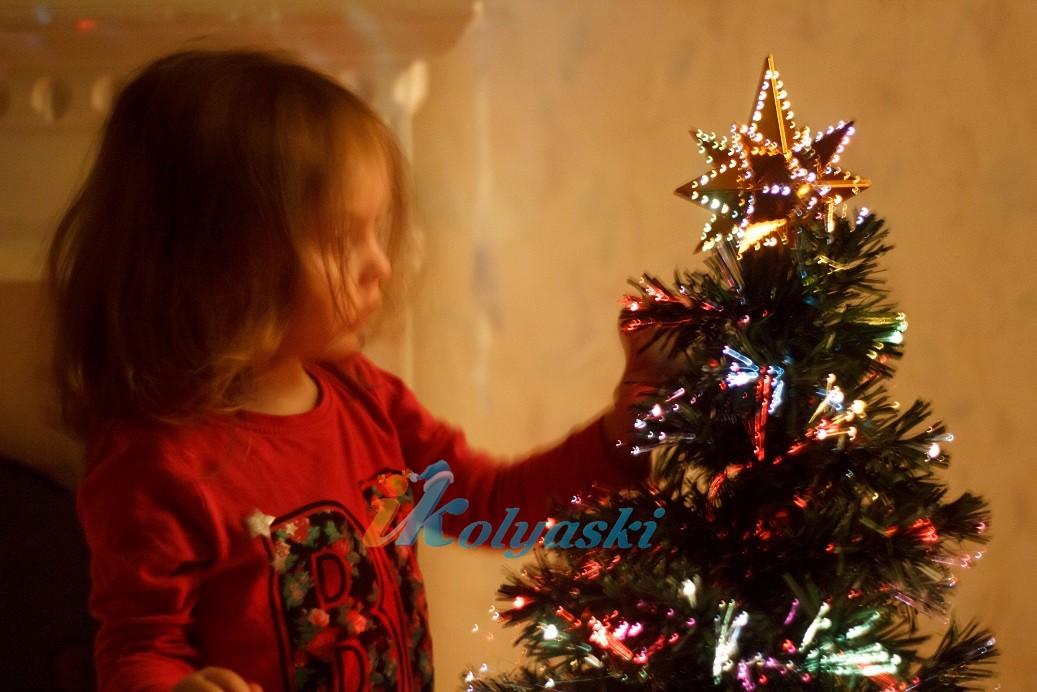 Безопасная новогодняя елка-световод от американской компании National Tree Company