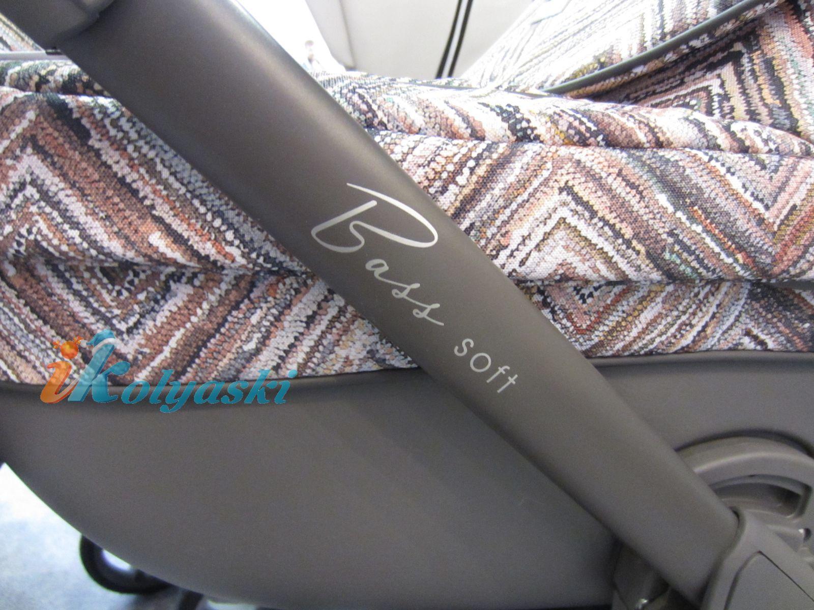 Roan Bass Soft Leather, Chevron & Denim Jeans, Детская коляска для новорожденных, на поворотных колесах, 3 в 1 Roan Bass Soft  - Роан Басс шасси Софт, обшивка люльки Эко-Кожа и джинс. Хит 2018