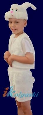 Новогодний костюм белого сахарного Зайчика, костюм Зайца, костюм белого зайки, костюм зайчонка, костюм зайца. Детский карнавальный костюм из искусственного меха Зайчик белый. фирма Остров игрушки -КАРНАВАЛИЯ. Безразмерный, от 2 до 7 лет. Рост 104-128 см.
