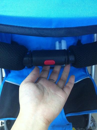 разъемный бампер для удобства посадки ребенка в коляску трость Ecobaby Tropi
