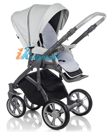 Прогулочный блок в детской модульной коляске Roan Bass Soft 3 в 1 можно устанаваливать на шасси лицом к себе