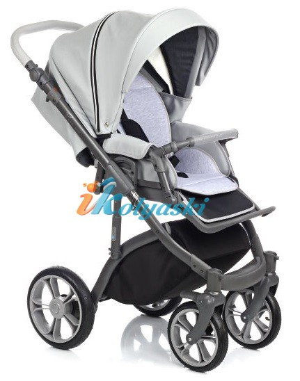Прогулочный блок в детской коляске Роан Басс Софт ставится на шасси в 2-х позициях: лицом вперед по ходу движения или лицом к себе