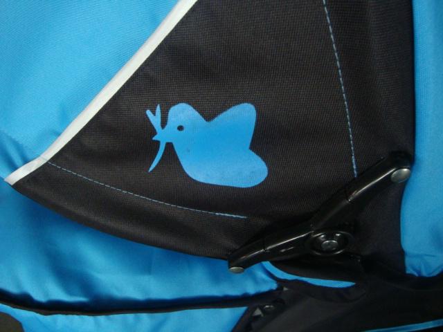 Отличительный знак коляски Экобейби Тропик из коллекции осень-зима 2012-2013  - фирменная птичка на колпаке. Детская коляска трость Ecobaby Tropic - фирменная трость, адаптированная под российский климат и дороги