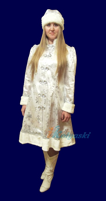 Новогодний костюм Снегурочки для взрослых, белый костюм Снегурочки с серебряными снежинками,  размер 46-50 (безразмерный) фирма Батик, Россия. В комплекте: атласная шубка и шапочка с серебристыми снежинками. Шуба и шапка Снегурочки, отороченные белым искусственным мехом. На шубке есть отделка серебряной тесьмой.